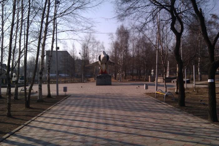 На площади Авиаторов стоит Як-38