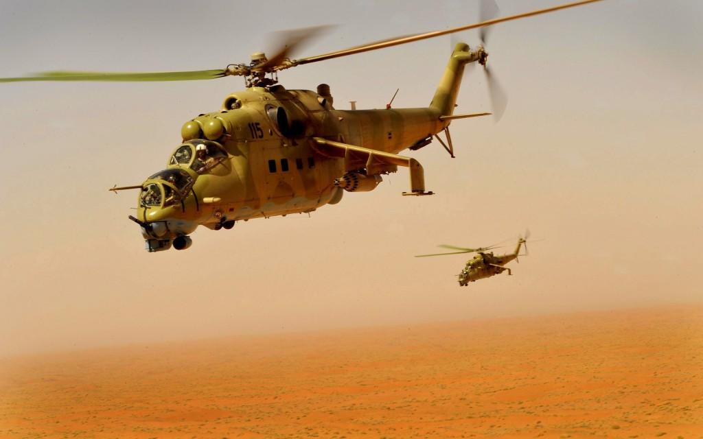 Пара Ми-24 В барражирует над пустыней