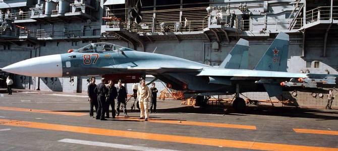 Какая схема окраски у палубного истребителя Су-33 ?