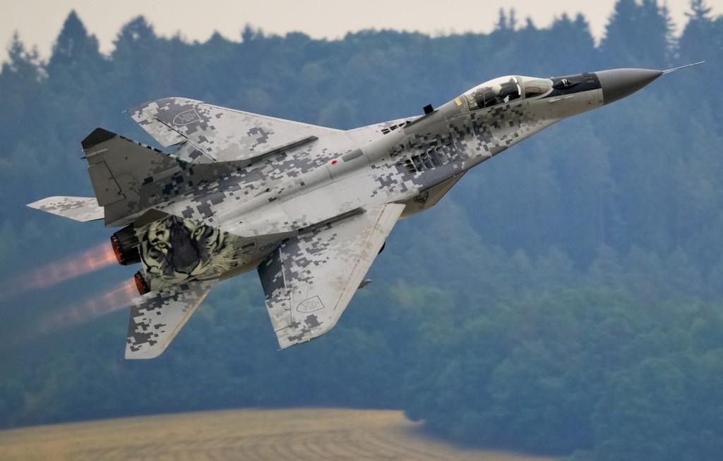 Самолет MiG-29A Fulcrum Izdeliye 9.12: 01674: 1/72: Trumpeter:
