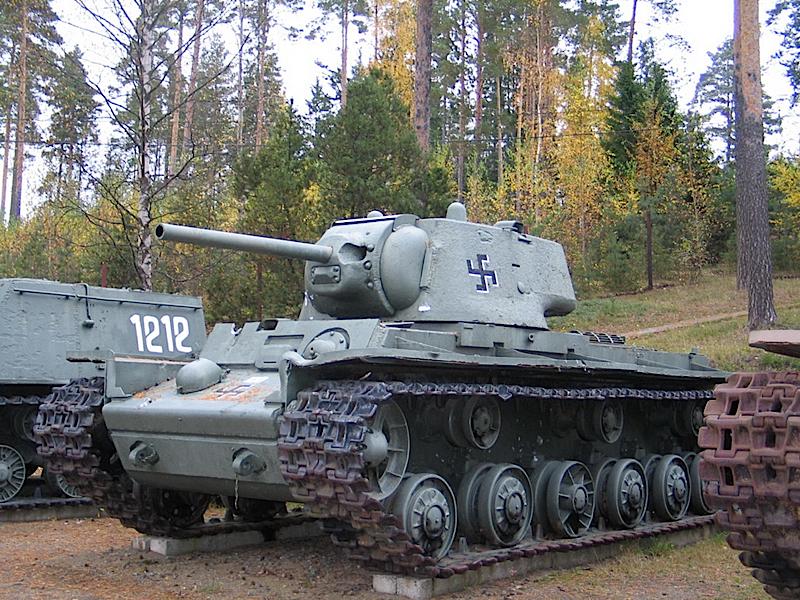 KV-1-obr-1942-WalkAround