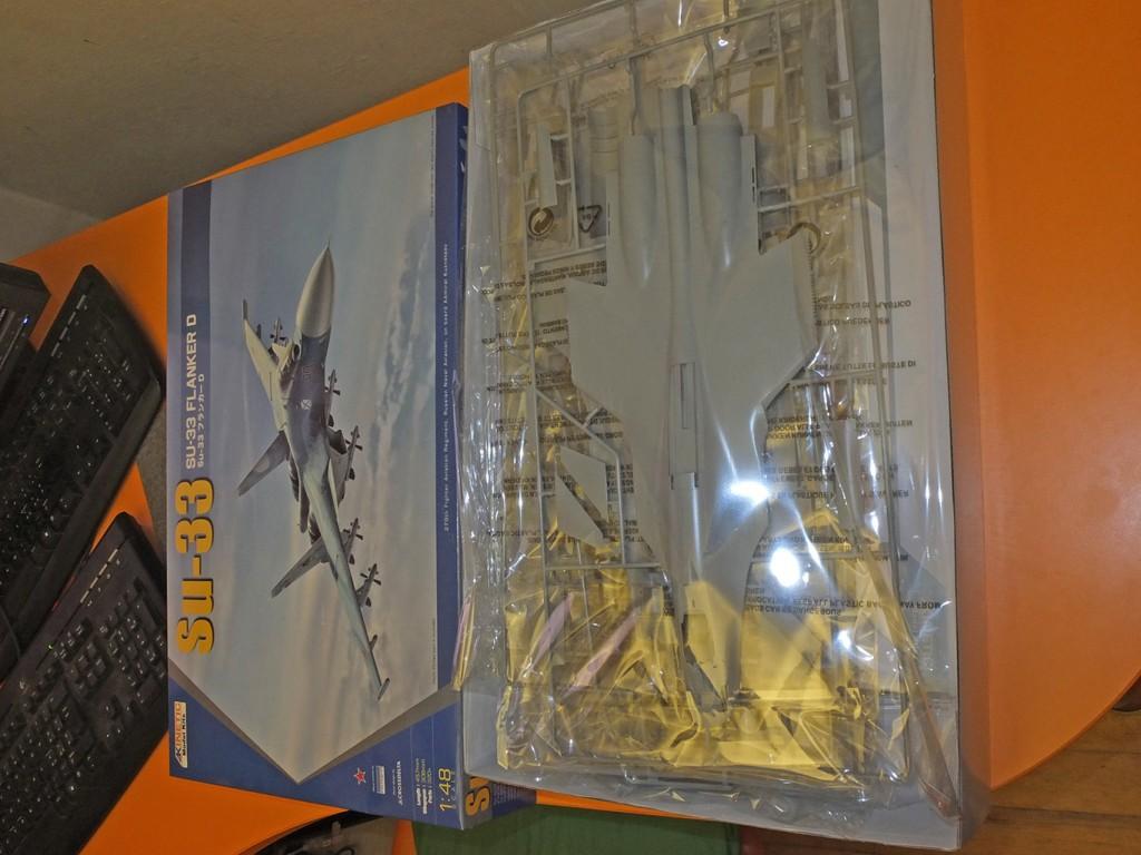 "Самолет Su-33 Flanker D: 48062: 1/48: Kinetic: Морские икары ТАВКР ""Адмирал Кузнецов"""