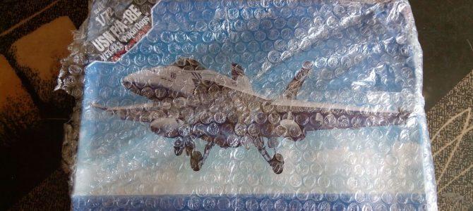 USN F/A-18E VFA-143 «Pukin Dogs»: 1/72: Academy: Посылка из Кореи