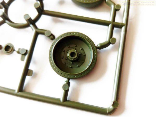 Советский средний танк Т-34-76 УЗТМ: 3689: 1/35: Звезда: Обзор коробки