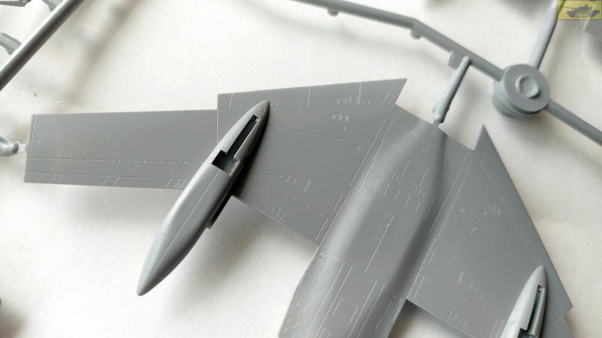 Учебно-тренировочный самолет Ту-134УБЛ: 7036: 1/144: Звезда: Обзор коробки